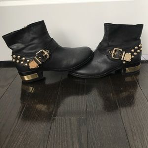 Vince Camuto short leather boots